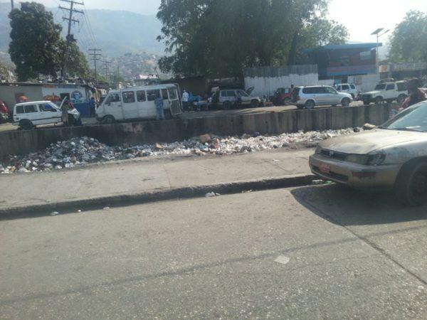 Haiti Hilfsprojekt zerstoerte Strasse